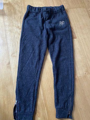 Spodnie dresowe 146