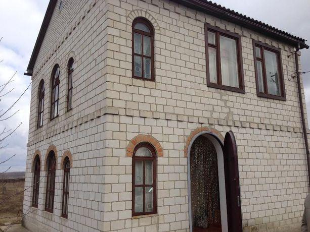 Двухэтажная кирпичная дача в г.Яготин Киевской области