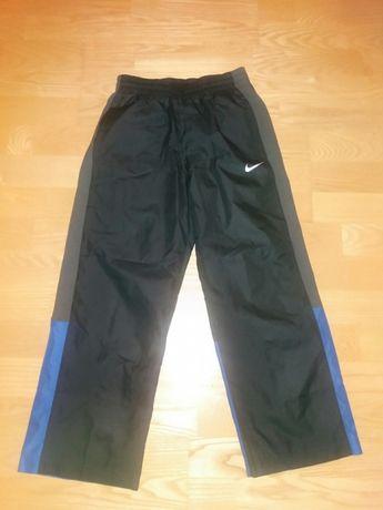 OKAZJA!! Nowe markowe spodnie sportowe dresowe Nike 128-134 cm