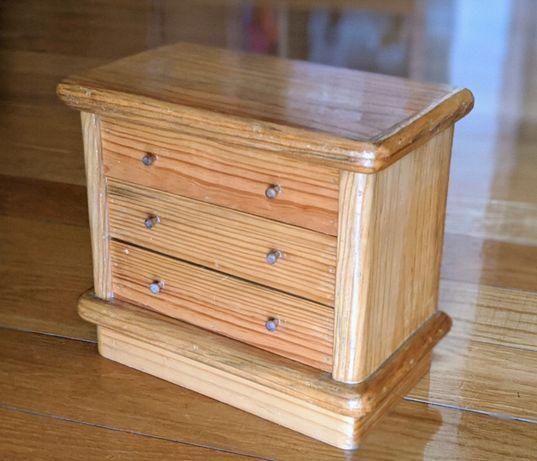 Miniatura cómoda em madeira