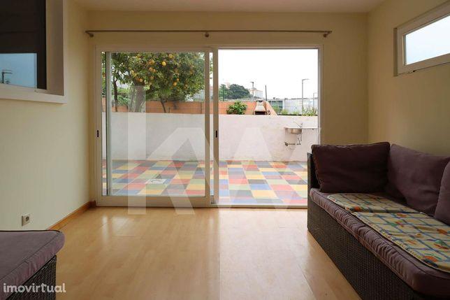 Apartamento T2 Remodelado com Terraço  em Campo De Ourique