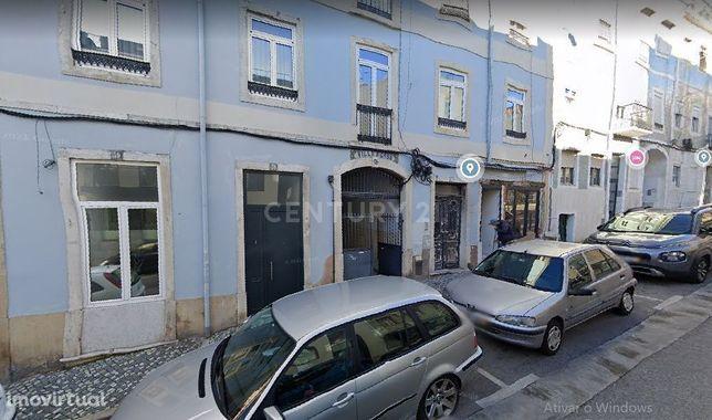 Prédio Campolide - Propriedade Total - 6 Frações e 2 sótãos