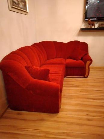 piękna rozkładana bordowa sofa w bardzo dobrym stanie