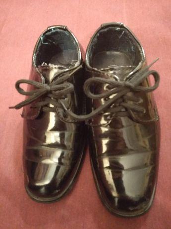 Buty dziecięce rozmiar 25 lakierki