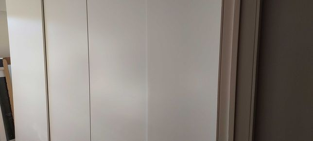 Roupeiro branco de quarto