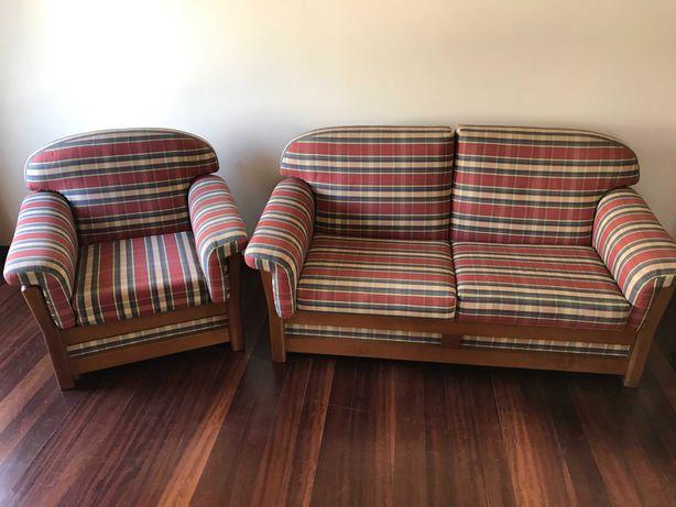 Sofá de 2 Lugares e Poltrona em muito bom estado