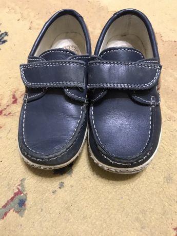 Продам туфли легкие мальчик размер 29