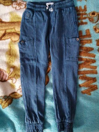 Spodnie dresowe Reserved 122