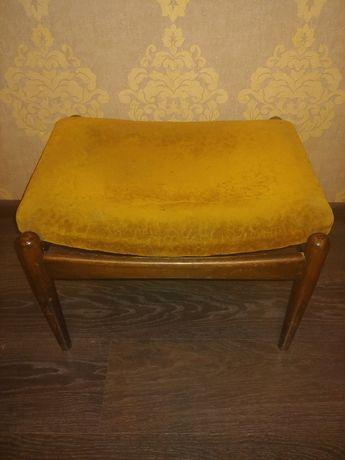Старинный стул - пуфик