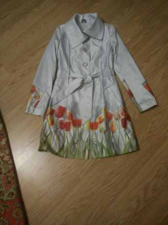 Жіноче пальто весняне