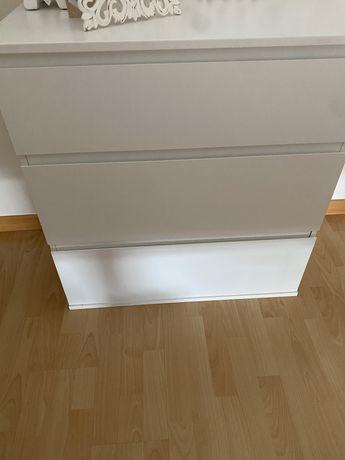 Cómoda Ikea branca