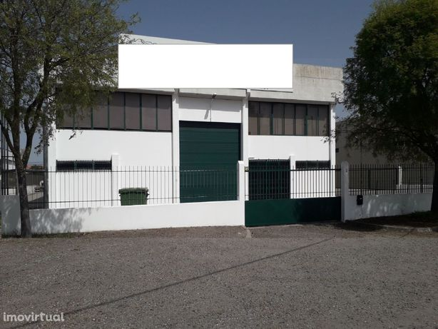 Armazém 1030 m2 área coberta na Zona Industrial/Comercial Évora