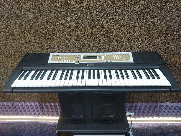 Продам синтезатор Yamaha Psr R200.