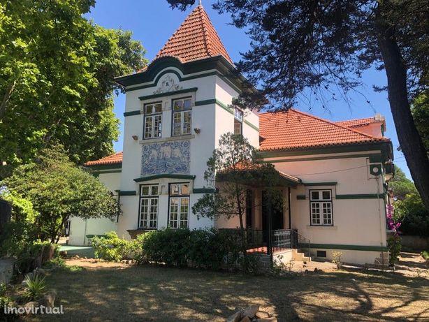 Moradia / Palacete do séc. XIX para remodelação na Parede