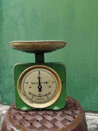 весы бытовые б/у в нормальном состоянии, до 5 кг, работают хорошо.