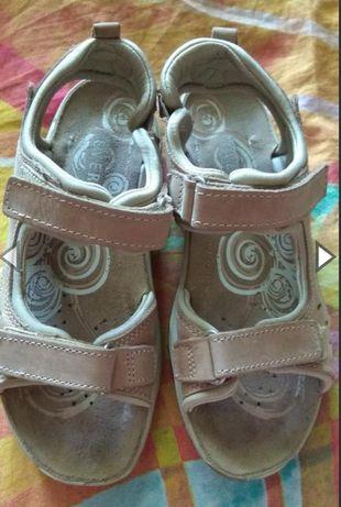 Шкіряні босоніжки, сандалі everest
