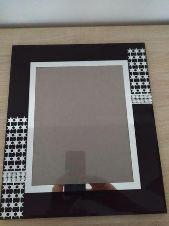 Czarna, stojąca ramka na zdjęcia, zdobiona