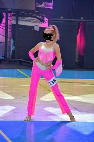 Strój Disco Dance rozm.154. różowy używany 1 sezon. Wysyłka gratis