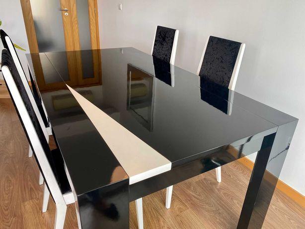 Mesa de Jantar Extensível com conjunto de 4 cadeiras