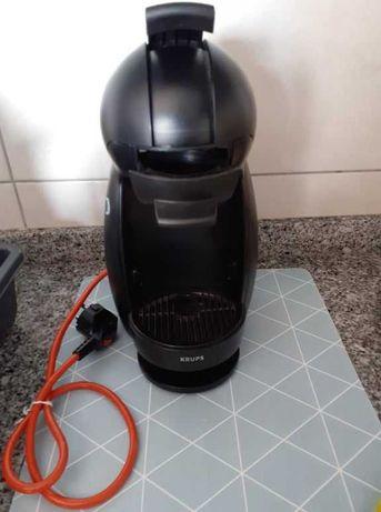 Máquina café dolce gusto + capsulas + suporte