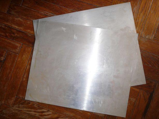 куски металлического профиля