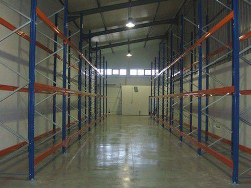 Estanteria carga pesada ou carga média para caixas ou paletes armazem