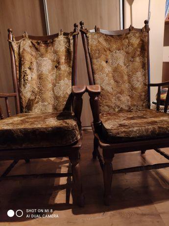 Staromodne krzesła drewniane dwie sztuki