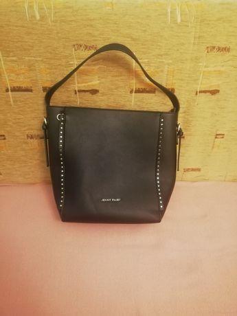 Czarna torebka, duża, krótkie ramionko