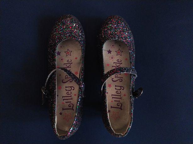 Красивые нарядные туфли для девочки