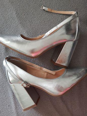 Nowe srebrne buty