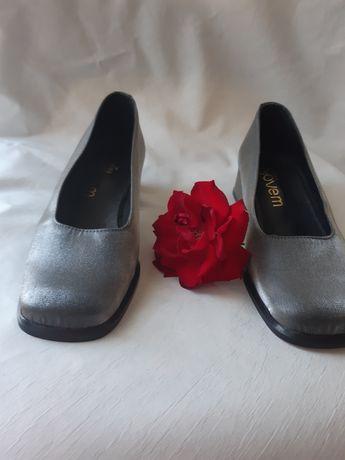 Sapatos de cetim