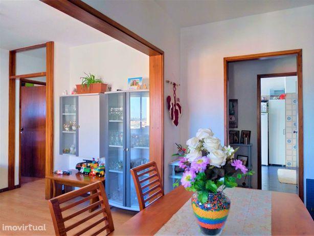 Apartamento T2 na Urb. Quinta do Olho d'Água