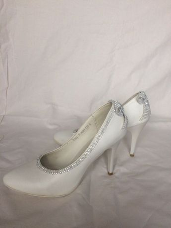 Элегантные и удобные туфли для невесты
