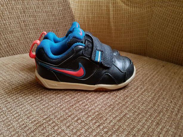 Adidasy chłopięce Nike rozmiar 23.5
