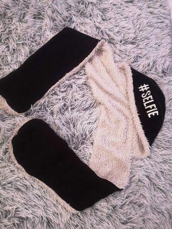 Selfie czapka komin rękawiczki czarna czarne futro ecru białe włos