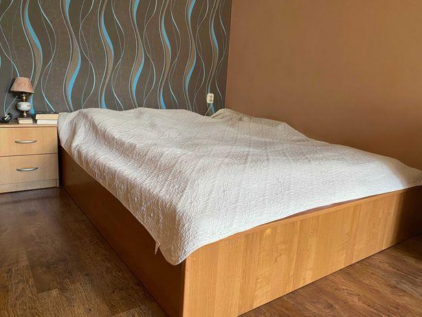 Łóżko  ,szafa ,komoda, stolik