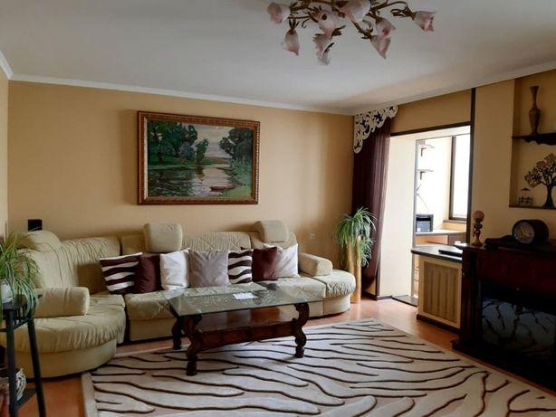 Продається 4 кімнатна квартира на Виставці! Супер ціна!!!
