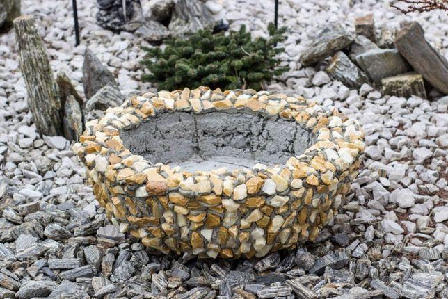 Donica Betonowa Obkładana Kamieniem Naturalnym