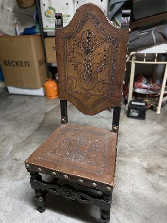 Cadeiras antigas em madeira e pele (8)