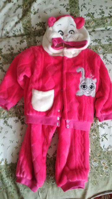 Продам новый теплый костюм на девочку