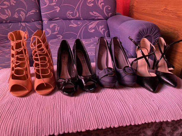Sapatos de salto novos