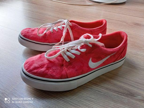 Ciemno różowe Nike