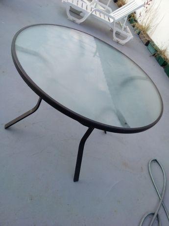 Mesa vidro e ferro, resistente. Cadeiras acrílico,almofadadas assento