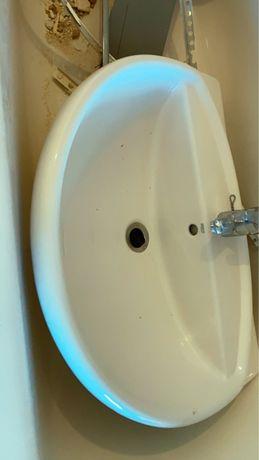 Lavatório de casa de banho +torneira