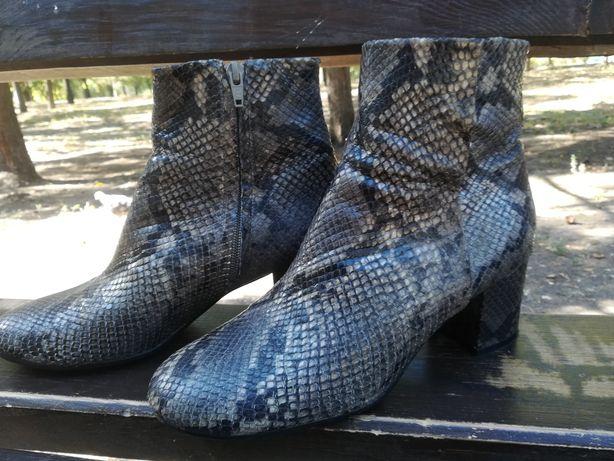 Трендовые кожаные ботинки Billi bi Copenhagen   под змеиную кожу