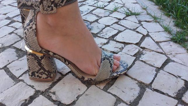 Sandálias Padrão Cobra