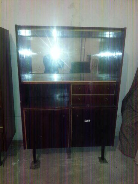 Продам комплект мебели- сервант и книжный шкаф.