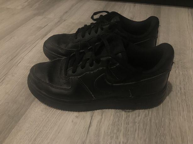 Nike air force pretos, tamanho 33,5