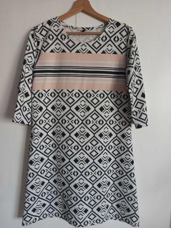 Biała sukienka we wzory r. S/M