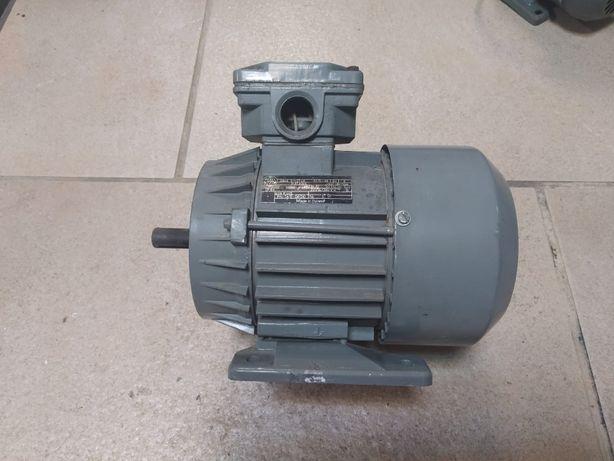 Silnik elektryczny trójfazowy 0,37kW 1400 obr./min - Besel